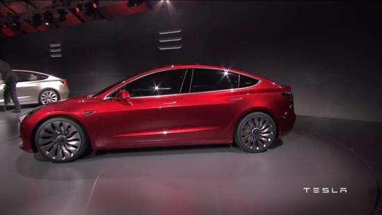 Показаний новий електромобіль Tesla Model 3